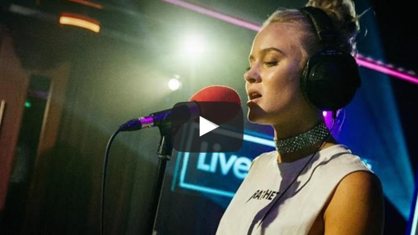 Hör Zara Larssons cover på Drake & Rihanna