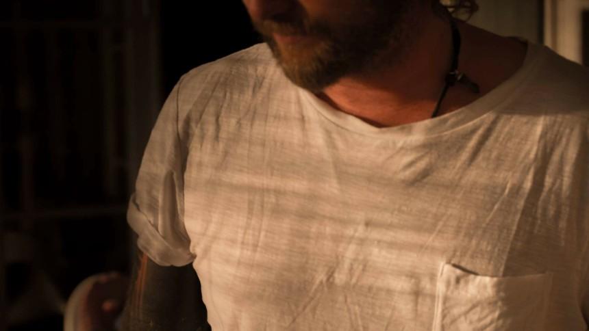 LÅTPREMIÄR: Martin Rubashov tolkar Björk