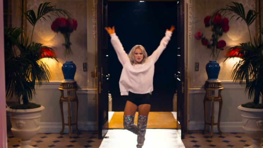 Se Zara Larssons färska musikvideo