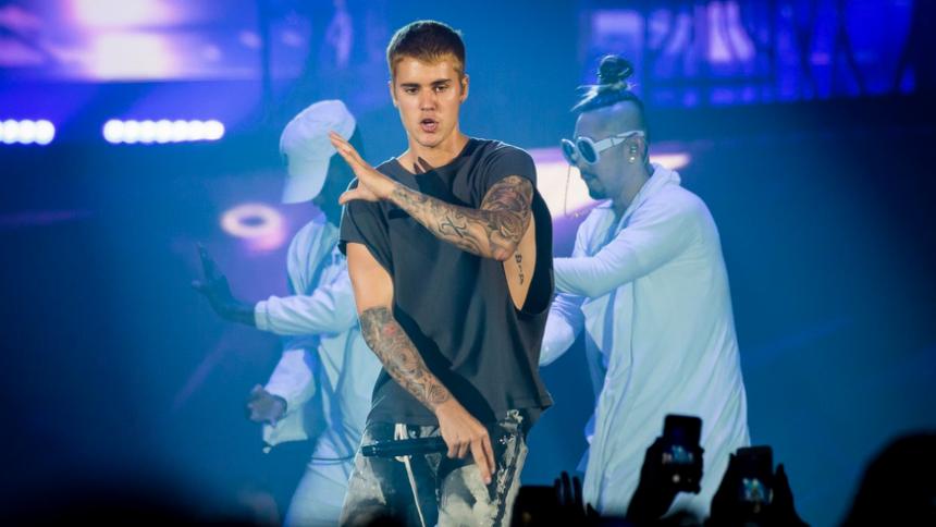 Se Justin Bieber överraska på kristen scen