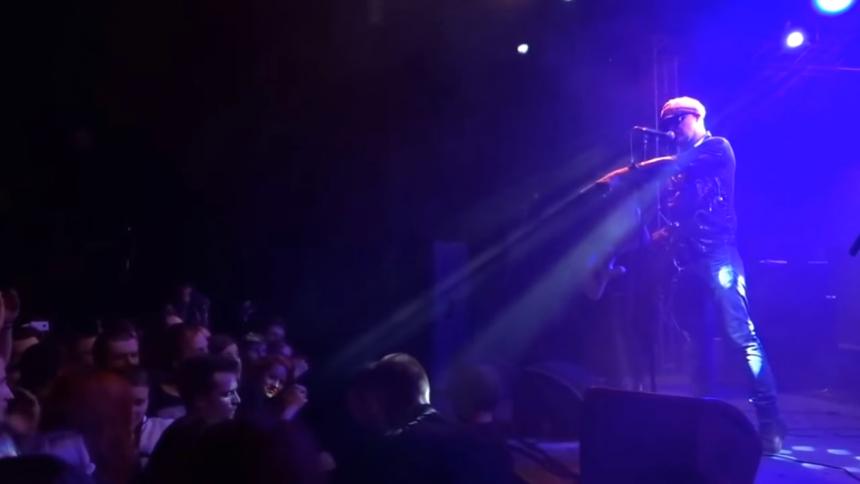 """Kvinna ofredas i publiken – svenske artisten lackar ur: """"I will fucking smash you up ..."""""""