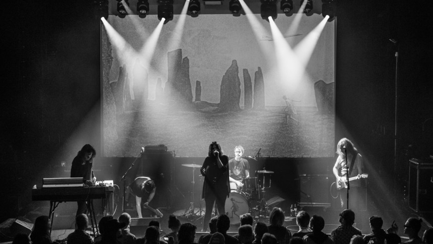 Vancouver-band bestulet i Göteborg – The Cardigans rycker in