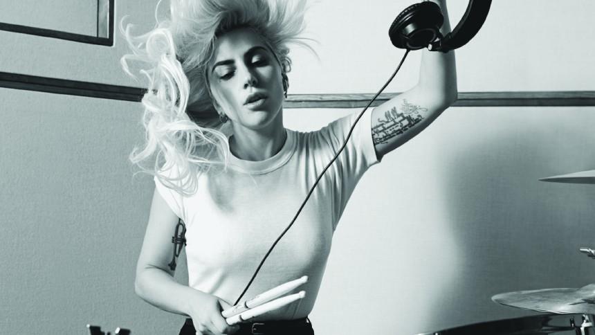 Lady Gaga beklagar samarbete med R. Kelly