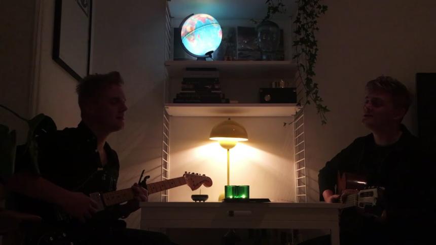 """LUCKA 11: Immanu El ger en innerlig version av """"Det Är En Ros Utsprungen"""""""