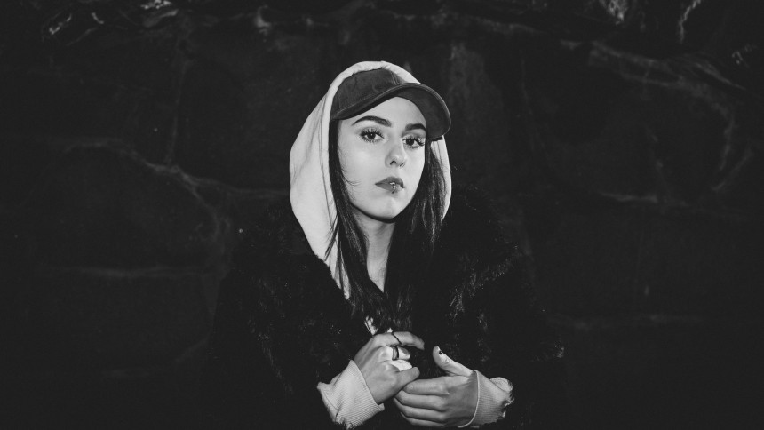 LÅTPREMIÄR: Donika Nimani – Tvivlar