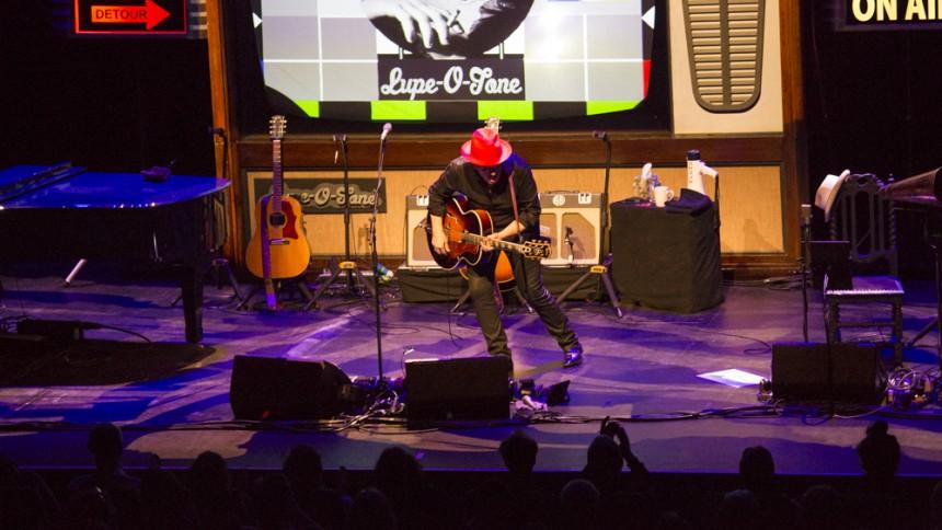 Elvis Costello ställer in Sverigekonsert