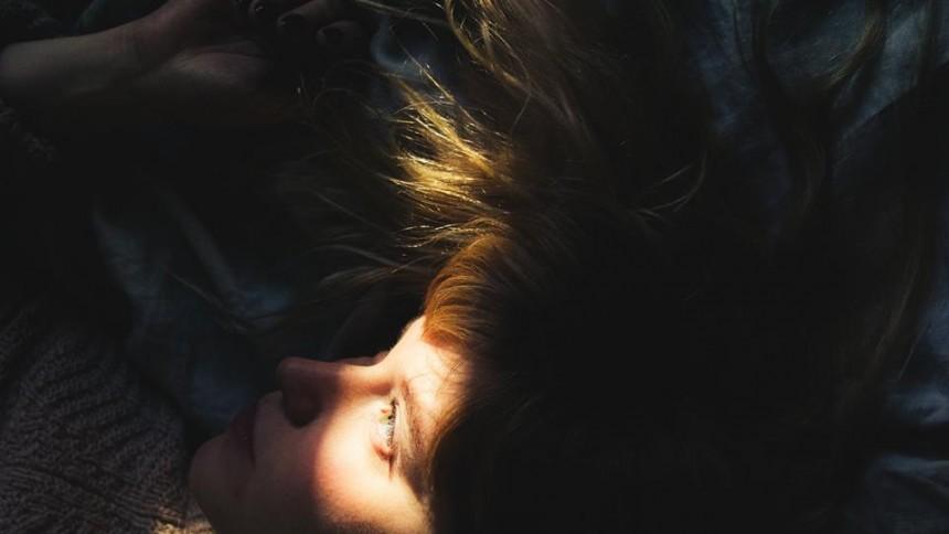 Emotionellt ingjuten debut och tio sånger att förälska sig i