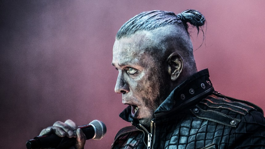Rammstein-frontaren kommer hit med sitt Sverigekopplade projekt