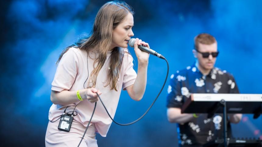 Hajpad synthpop-duo till Sverige – gratis entré