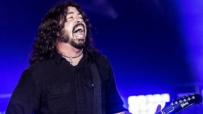 Dave Grohls överraskning – se när han framför 2 riktiga rockklassiker