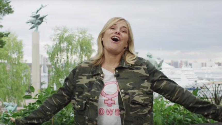 Rockstjärnan sågar Pernilla Wahlgrens nya video