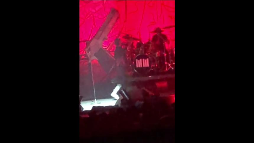Se Marilyn Manson få total härdsmälta på scen