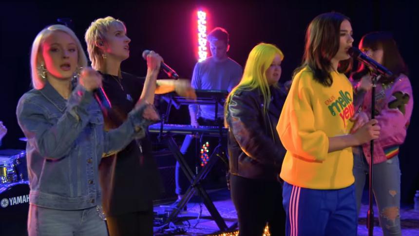Se Zara Larsson i en riktig supergrupp