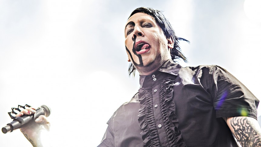 """Marilyn Manson anklagas av ännu en kvinna – """"våldtogs mer än 300 gånger"""""""