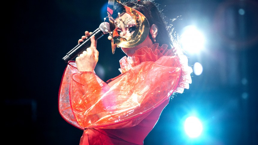Björk till Sverige med teatershow/konsert