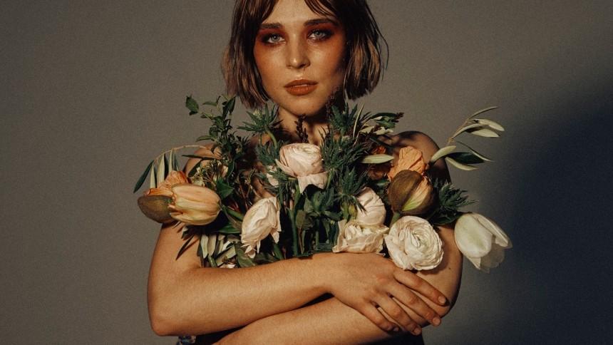 Blommar ut i albumdebut