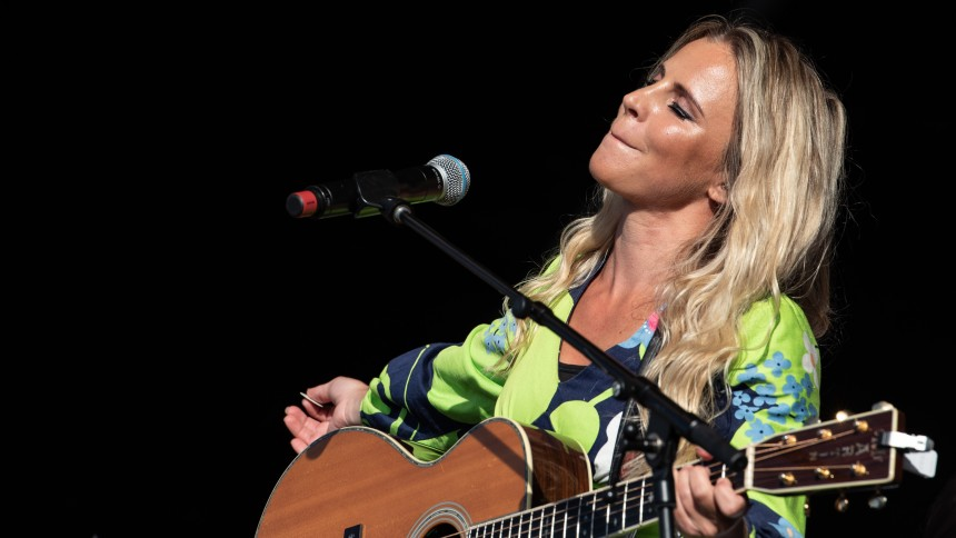 Lisa Miskovsky är tillbaka – hör ny singel