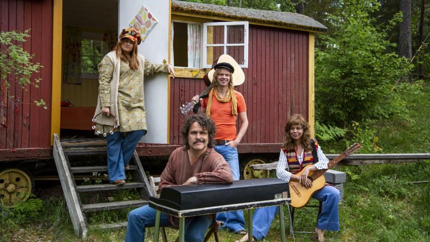 Lotta Lundgren, Erik Haag, Kakan Hermansson och Olof Wretling startar popgrupp