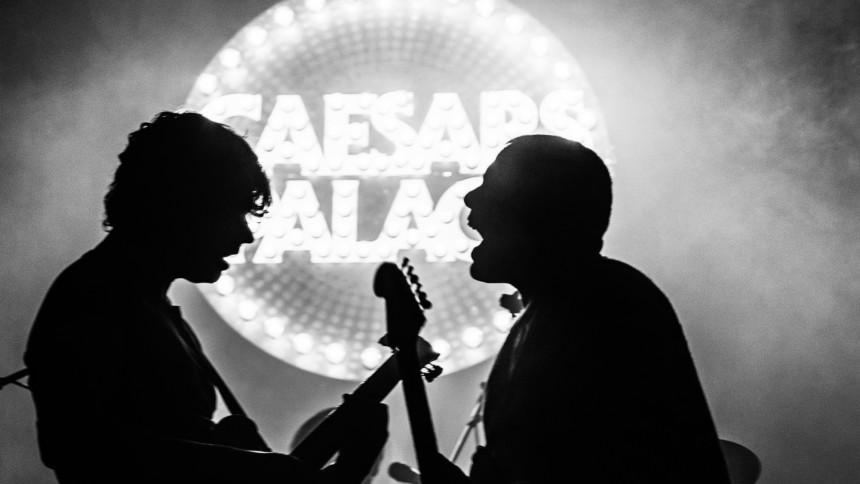 Svenska indiehjältar håller i ett väckelsemöte