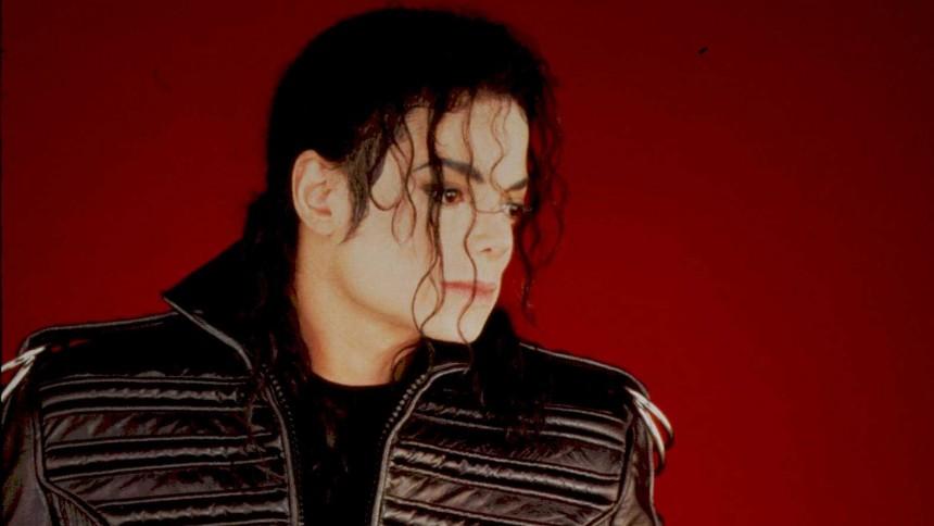 Tar bort Michael Jackson-figur efter pedofilanklagelser