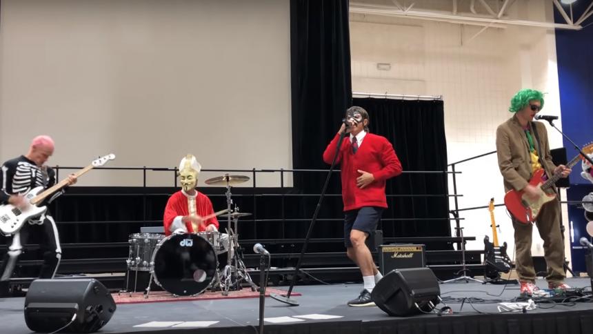 Se Red Hot Chili Peppers bjuda på en Halloween-överraskning