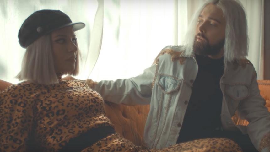 PREMIÄR: Flora Cash med gripande musikvideo