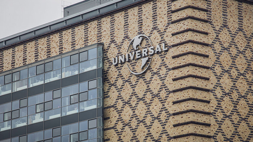 Rockstjärnor stämmer Sony och Universal