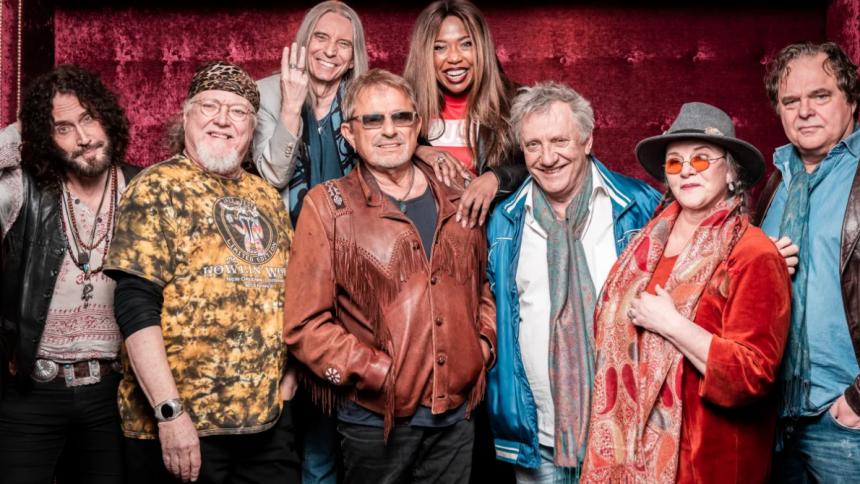 Hyllar Woodstock med Sverigeturné