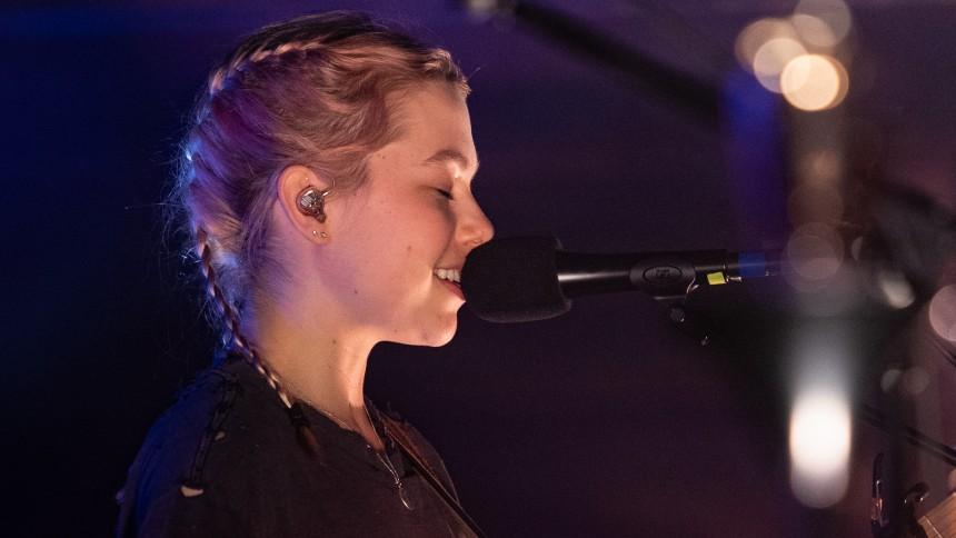 Hör Phoebe Bridgers tolka Metallica
