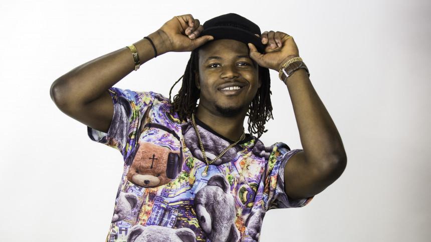 Slim Prince pumpar afrobeats rakt in i Kapten Röds skivbolag