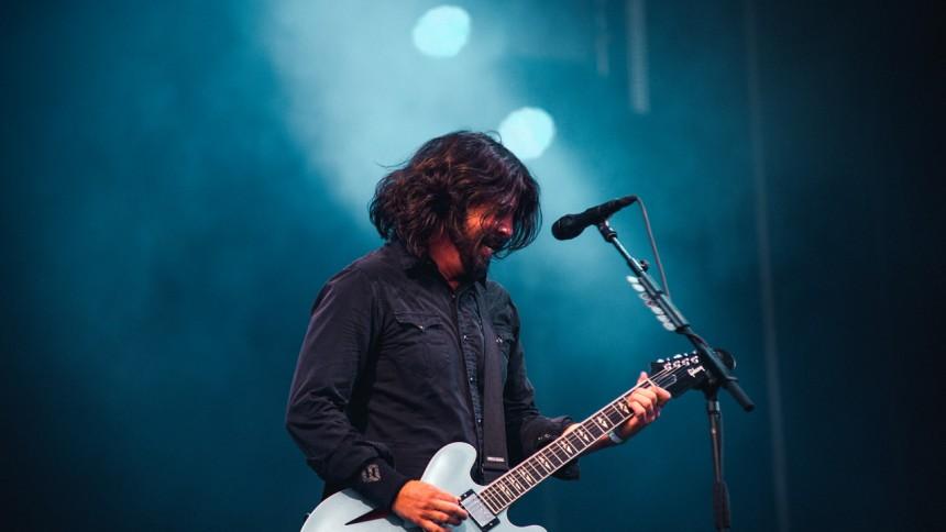 Komiker framför Radiohead-tolkning med Foo Fighters