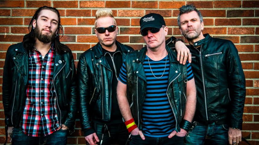Punkbandets sångare drabbades av hjärtinfarkt under spelning