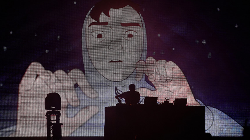 Piskande ljudbilder för ömma festivalkroppar