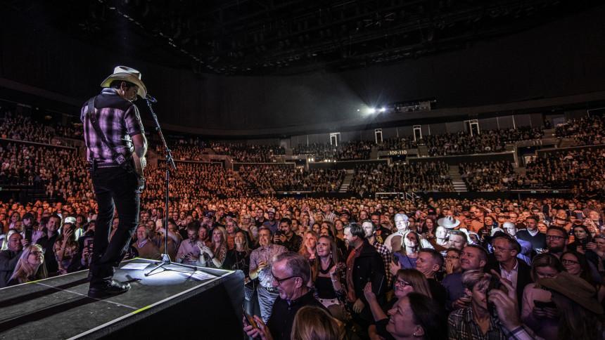 Countrystjärnan Brad Paisley till Sverige för 2 spelningar