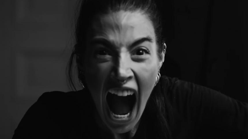 """PREMIÄR: Maxida Märak om sin nya video – """"Den är obehaglig och samtidigt rå och snygg"""""""