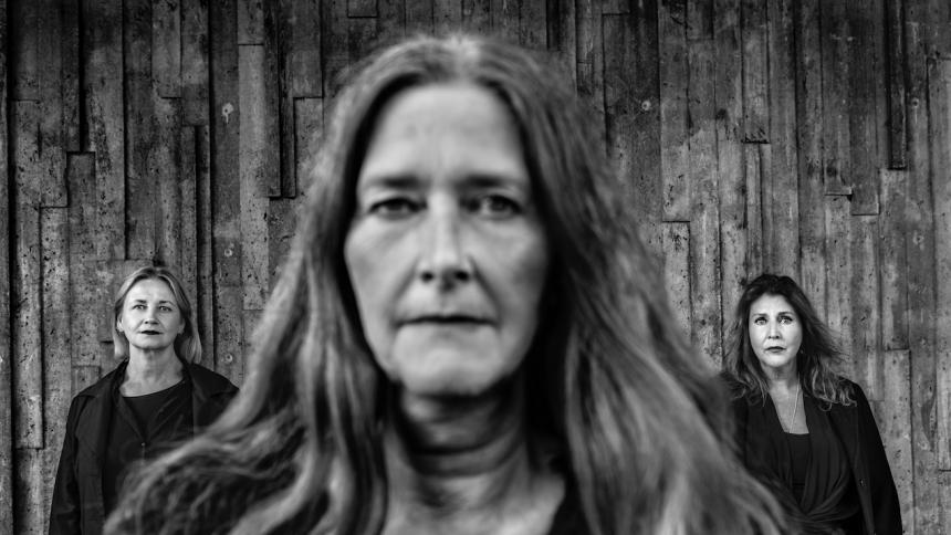 PREMIÄR: Svenska punkikoner om hur media gör dig sjuk
