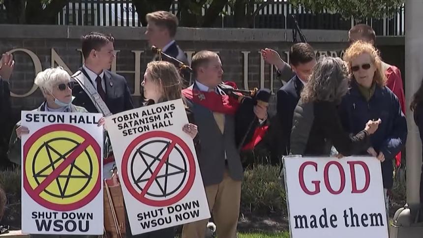 Katolsk grupp försöker stänga ned radiostation
