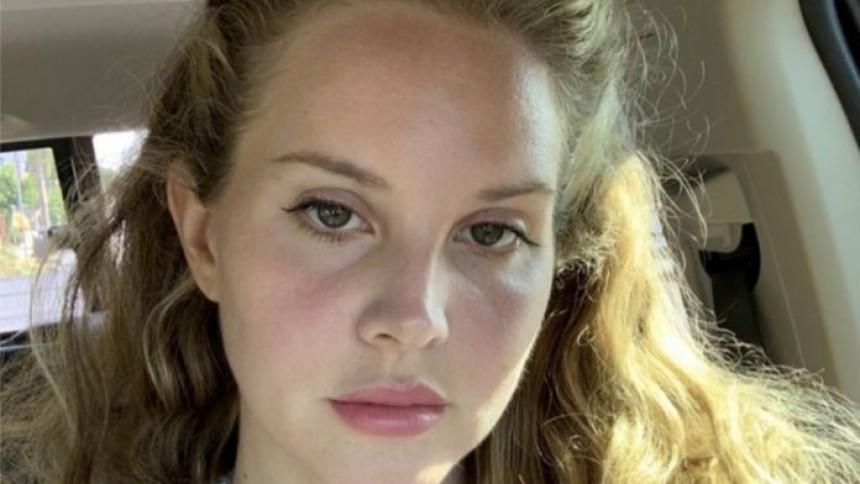 Poesi av Lana Del Rey ges ut och översättare kritiseras
