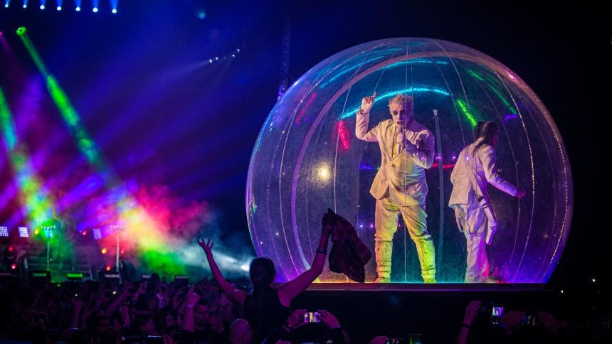 Konsert med Rammstein-sångaren visas på svensk bio i sommar